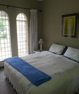 JOHANNESBURG - TWO GUEST ROOMS - Johannesburg