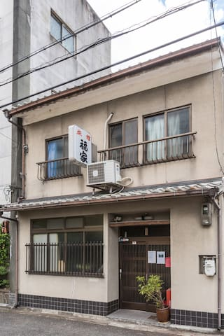 B7) Single room with bed. Near Kyoto&Shichijo Sta.
