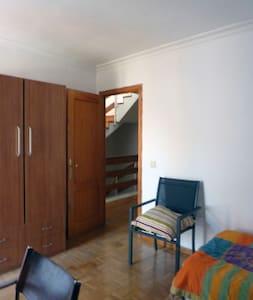 habitación luminosa max. 2 personas - Cuenca - Chalet