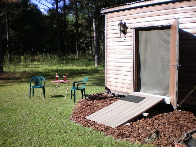 "Privite bedroom ""outside"" our house, w-A/C & more! - Live Oak - Stuga"