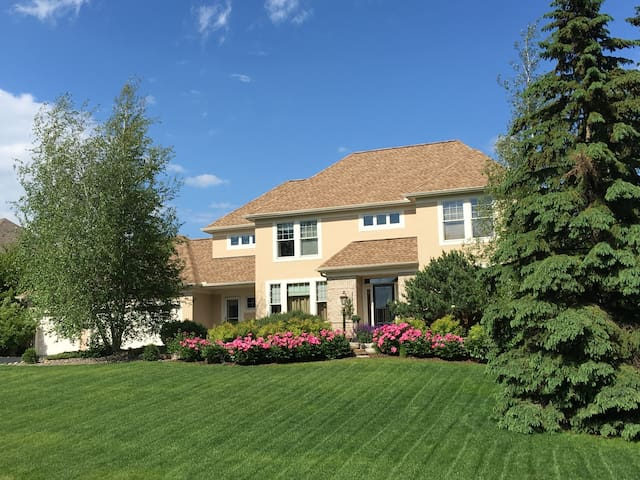 Golf course community - great neighborhood - Woodbury - House