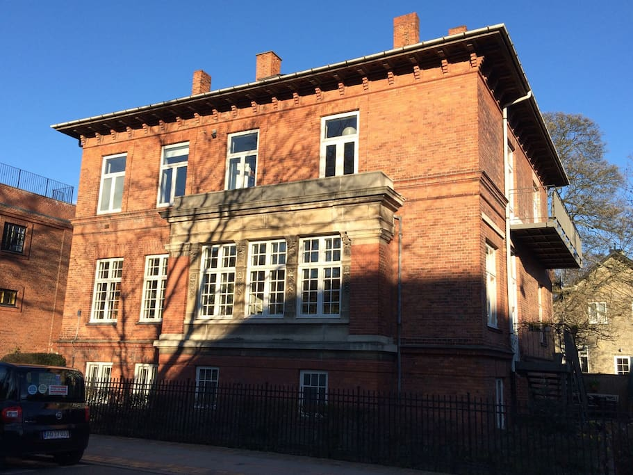 Apartment on the 1. floor and loft in a nice an quiet street in the heart of CPH
