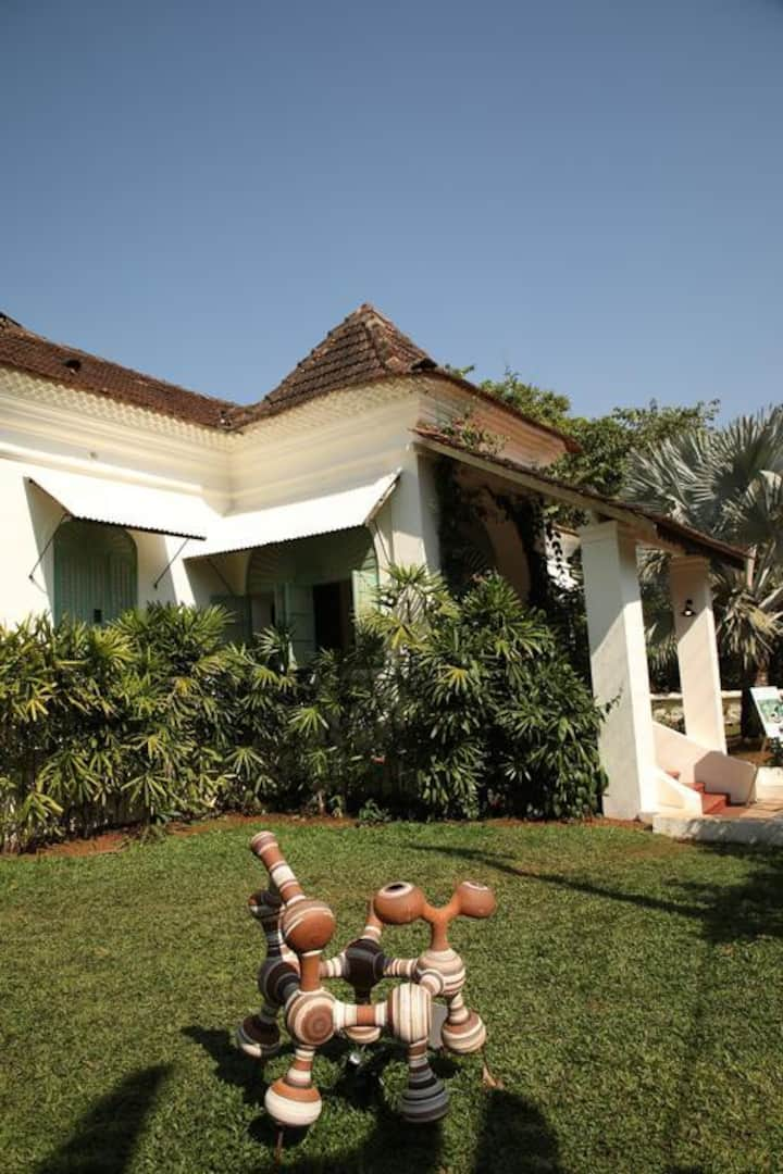 Cozy luxurious 1 bedroom cottage in Assagaon