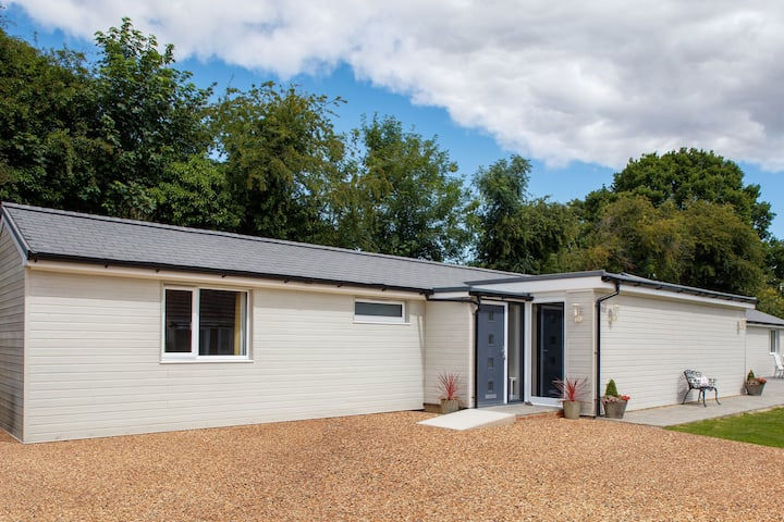 Single storey spacious 4 bed converted stable