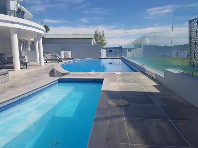 Spa pool & heated swimming pool