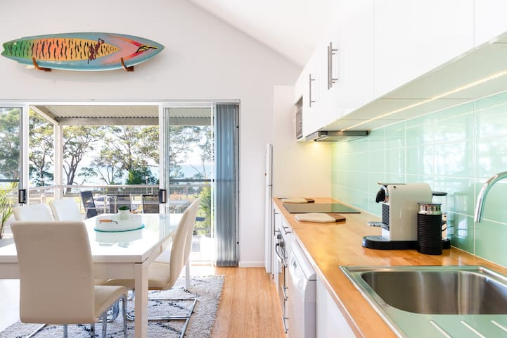 Enjoy a sunny breakfast inside or out, and marvel at views of beautiful Jervis Bay.