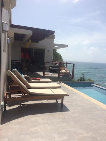 Villa with stunning ocean views & private pool