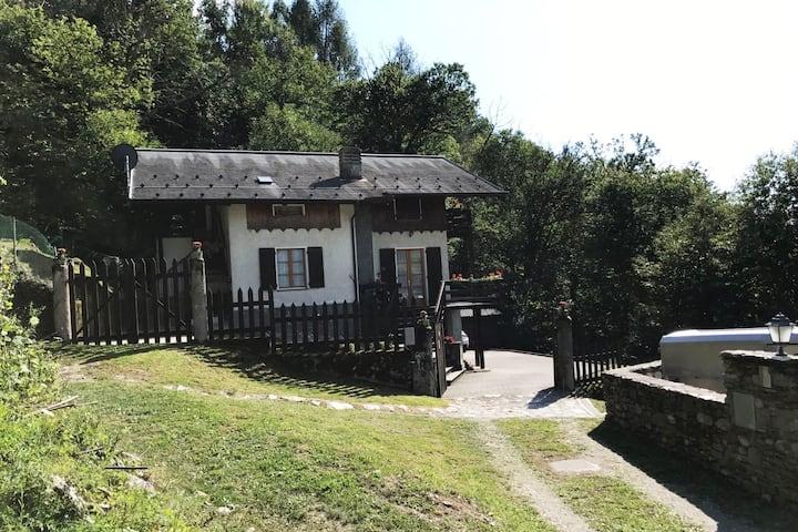 """Casa Vacanze """"AL BOSCO""""  CIR : 014040-CNI-00002"""
