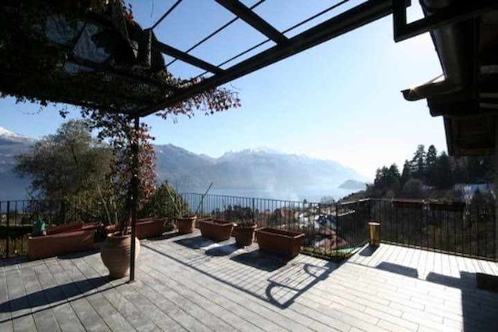 The Cottage with amazing Terrace and Lake View - Menaggio  - Huis