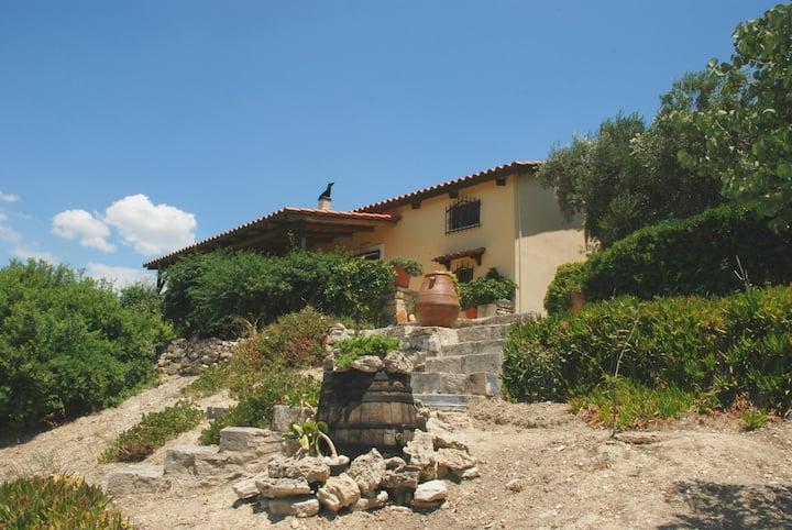 Villa Petrinos Lofos - Made of Wood & Stone