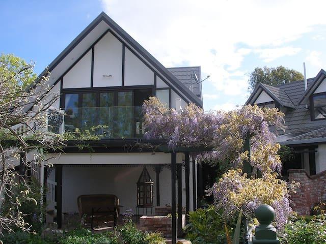 EverRest - Peaceful Garden Haven - Homebush, Masterton - Bed & Breakfast