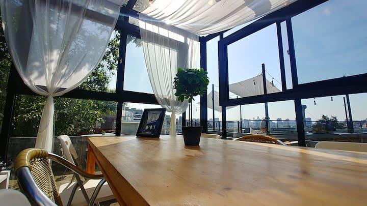 WEZIP B-Garden&Rooftp,wine 1btl free Itaewon SEOUL
