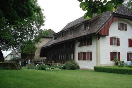 Romantische Zimmer in Bauernhaus - Kirchleerau - Bed & Breakfast