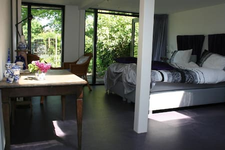 Mooie  kamer in een groene oase. - Valkenswaard - ที่พักพร้อมอาหารเช้า