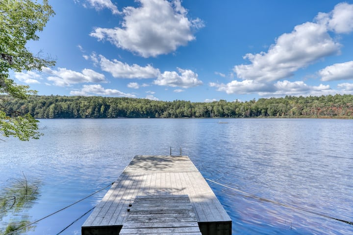 Lakefront home w/ beautiful water views! Dock and canoes available- dogs OK!