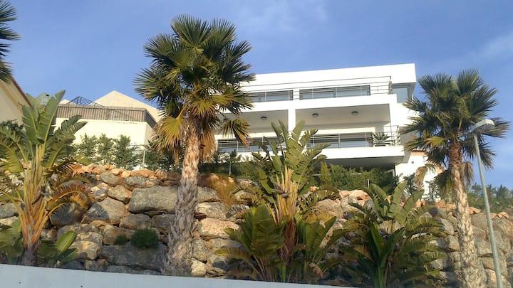 Chalet lujo, campo de golf y playa.