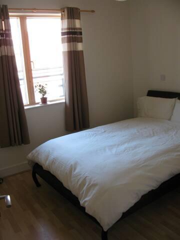 1 spacious room next to City Center - Dublin - Apartamento