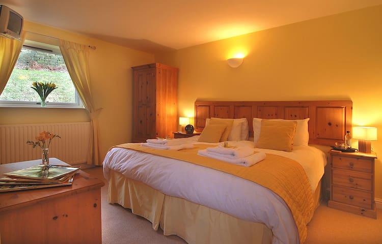 Luxury superking accommodation in Hathersage