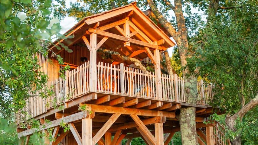 Grande cabane familiale avec vue sur la campagne