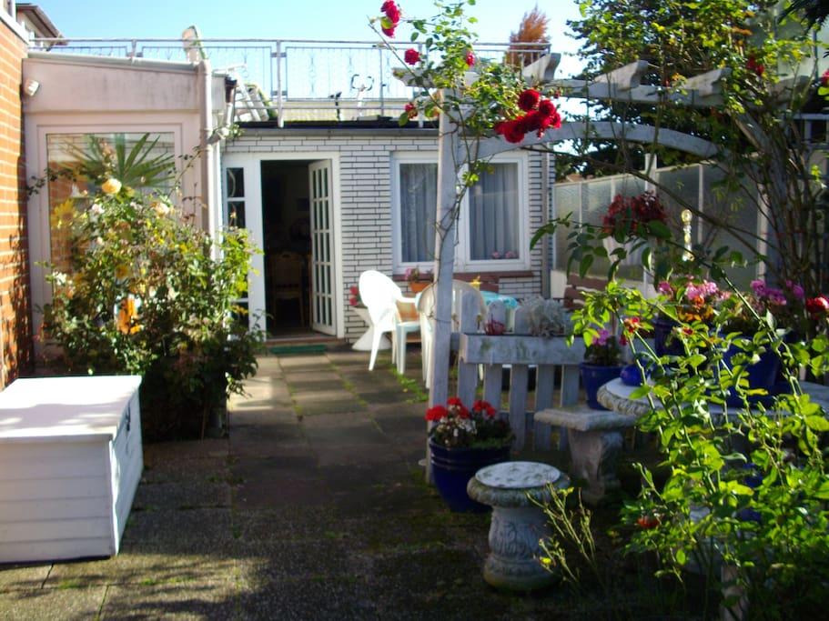 Garten mit Terassen zum Sonnen und Feiern