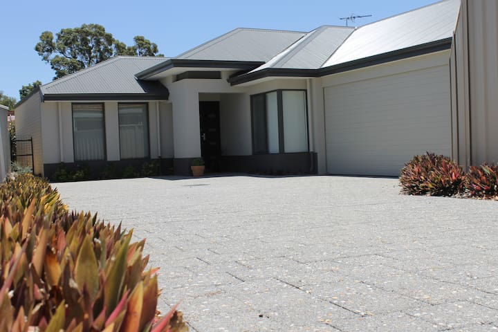 Alaura House -Big Modern 4 Bed Home - Thornlie - Rumah
