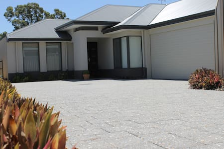 Alaura House -Big Modern 4 Bed Home - Thornlie