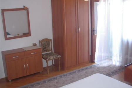Private room close to the beach +breakfast - Drašnice - Bed & Breakfast