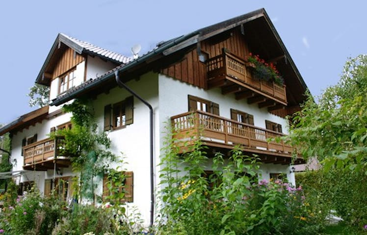 Stilvolles Apartment am Bach - Jachenau - Apartamento