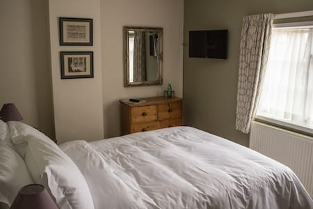 Room Name: Ferrari @ Fantinos - Sowerby - Bed & Breakfast