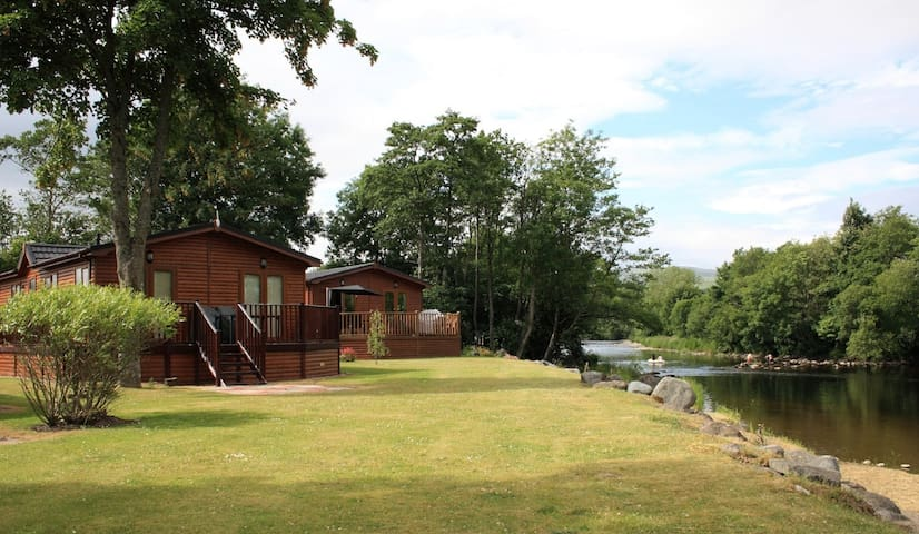 Two bedroomed lodge with spa pool hot tub - Crieff - Houten huisje