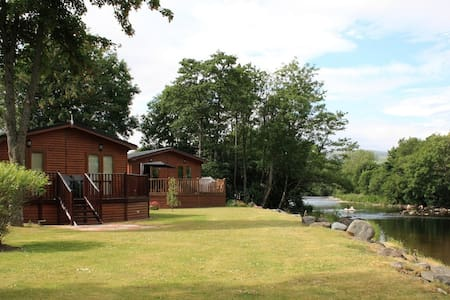 Two bedroomed lodge with spa pool hot tub - Crieff