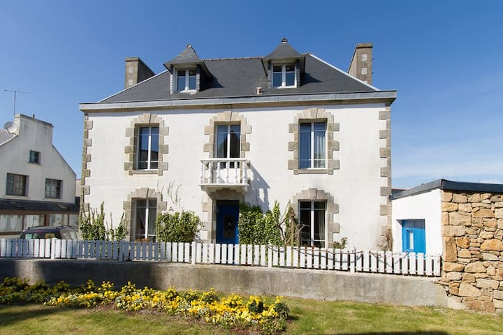 Maison bourgeoise en centre bourg - Cléden-Cap-Sizun - Casa