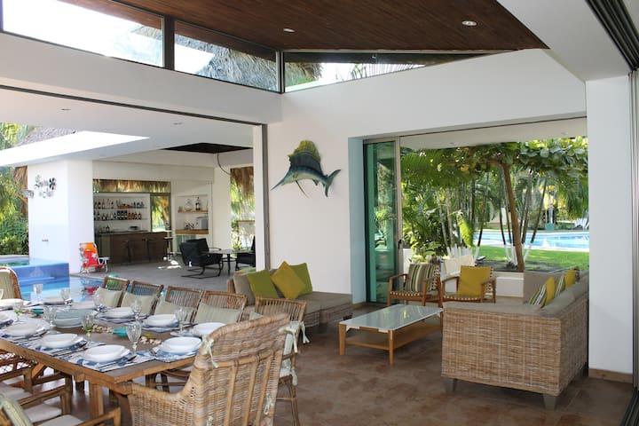 Casa de Playa Amplia, Cómoda, Moderna y Exclusiva