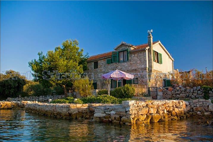 Romantic fisherman house at the sea - Kornati Islands - Dům