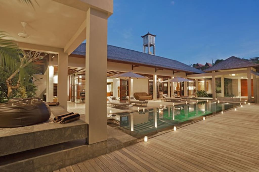4 BR Luxury Pool Villa at Jimbaran