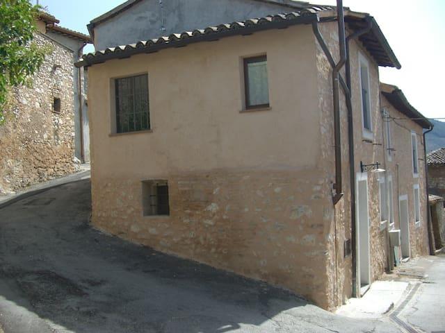Confortevole casa rurale in borgo