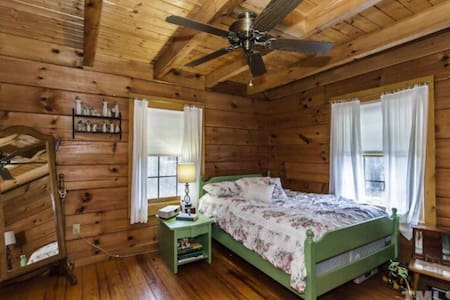 Cute log cabin in the wood... Seclusion and peace
