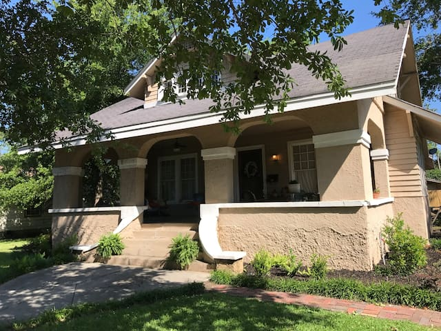 Charming 3BR & walk to downtown.