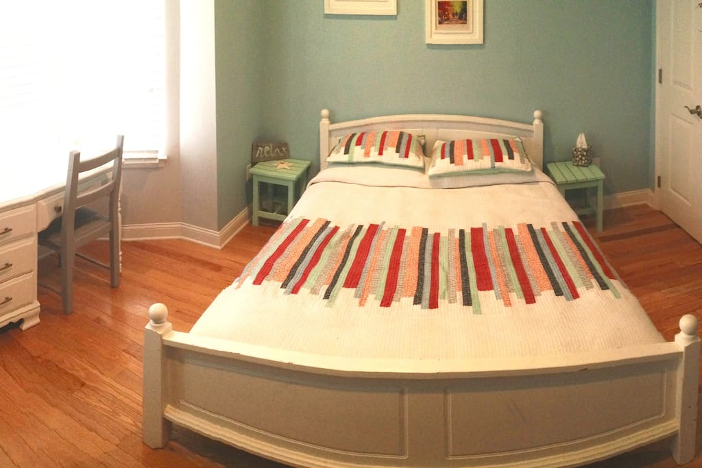 Panorama view of the bedroom.