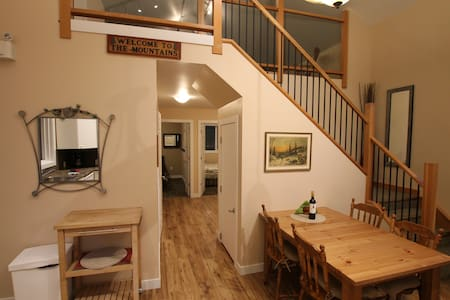 Banff 2 bedroom house with private hot tub