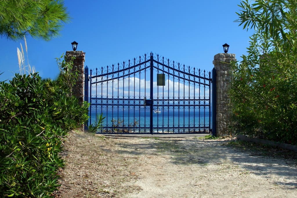 Villa Lefka Gate to the Beach