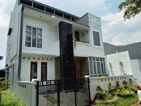 Villa / Rumah di Citra Gran Cibubur