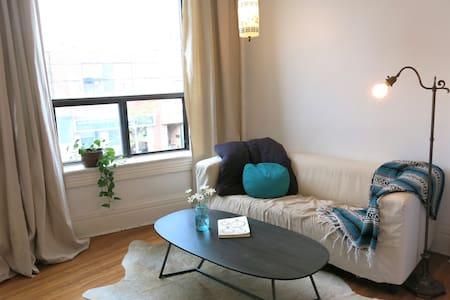 West End Open Concept - Toronto - Apartment