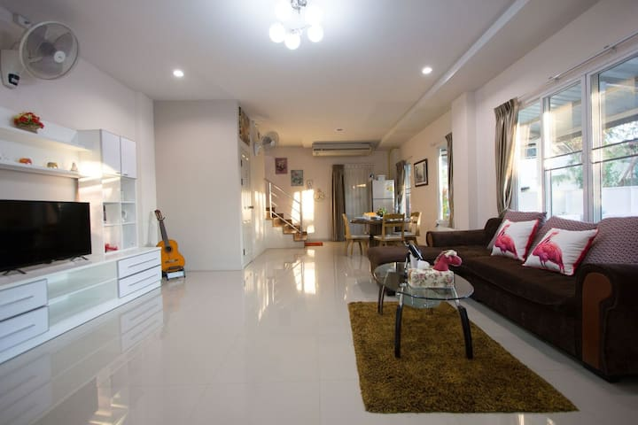 Modern house near NIMMAN Rd.// 3 MIN FROM AIRPORT