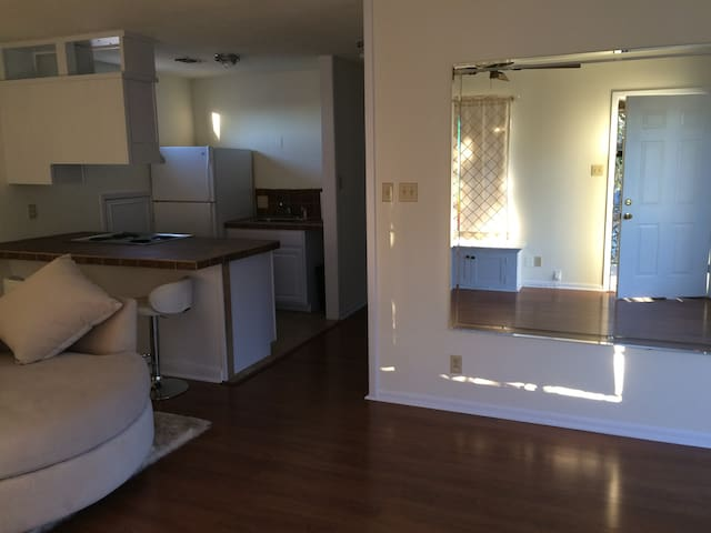Upstairs in Downtown - Kerrville - Apartamento