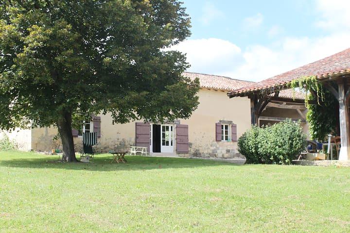 Maison familiale à la campagne - Poudenas - Дом
