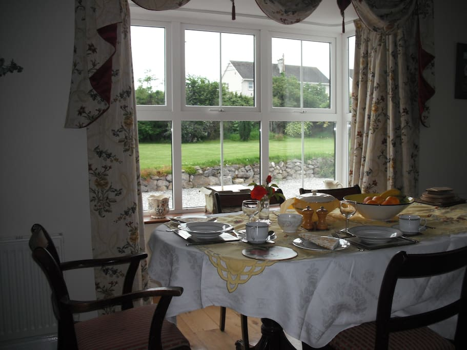 The diningroom offers peace and relaxation while guests enjoy their breakfast