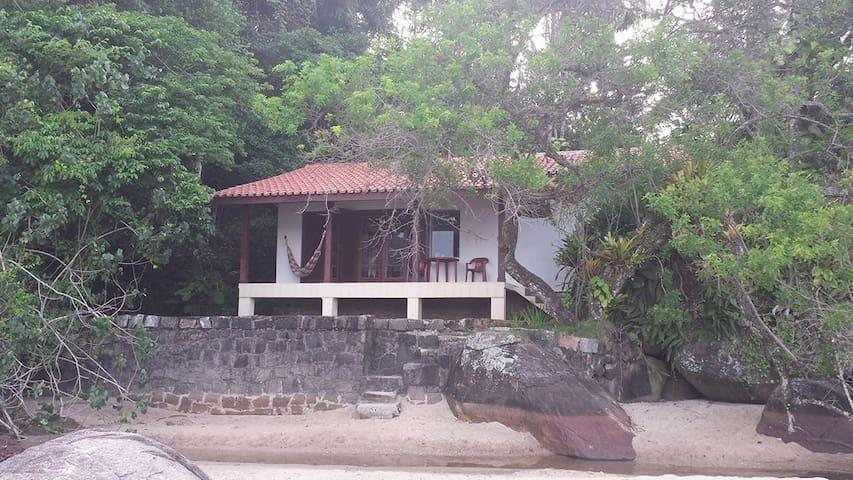 Casa em frente ao mar, Praia do Lázaro, Ubatuba