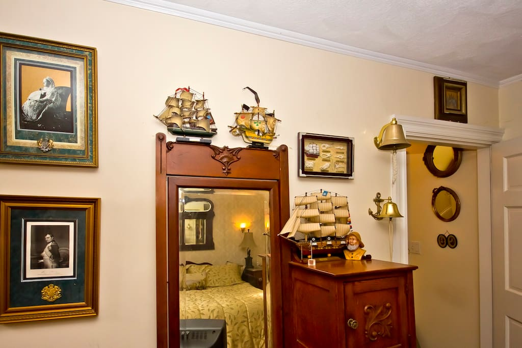 Nautical Room: Bunker Hill B&B