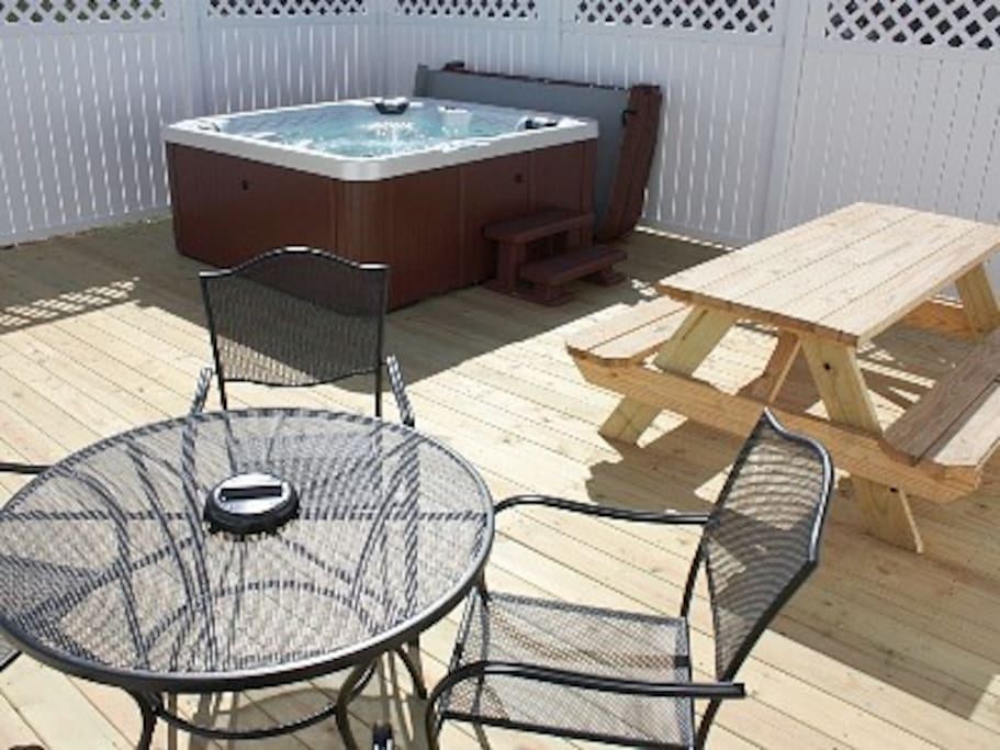 400 sq ft deck with 6 private 6 person hot tub and seating for 10